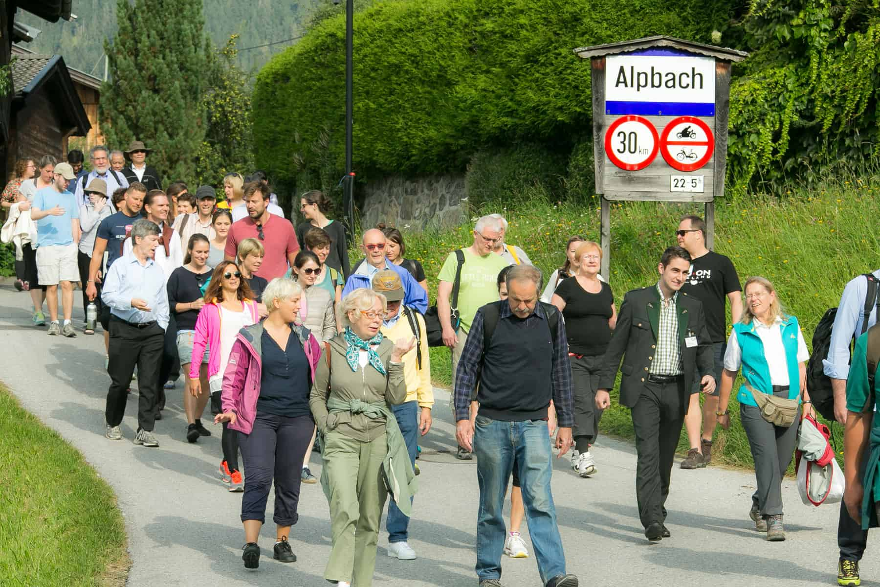 Members of the Alpbach Laxenburg Group and Impact Hub hike in Alpbach, Austria in August 2016. © Matthias Silveri | IIASA