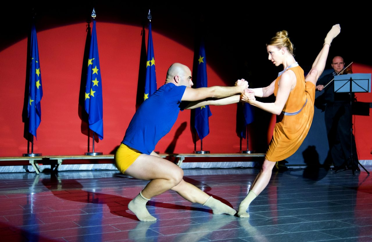 Gloria and Mimmo Miccolis performing Enlightenment 2.0 at the EU-JRC. The piece was specifically created for policymakers. It combined text, dance, and music, and reflected on art, science, climate change, migration and the role of Europe in it. © Ino Lucia